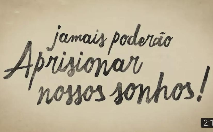 иикогда не сможет заключить наши мечты nikogda ne smozhet zaklyuchit' nashi mechty.  Kann unsere Träume niemals einsperren!            Ne peut jamais emprisonner nos rêves!                             Non può mai imprigionare i nostri sogni!                       They can never imprison our dreams!                                 Nunca podrán aprisionar nuestrossueños!